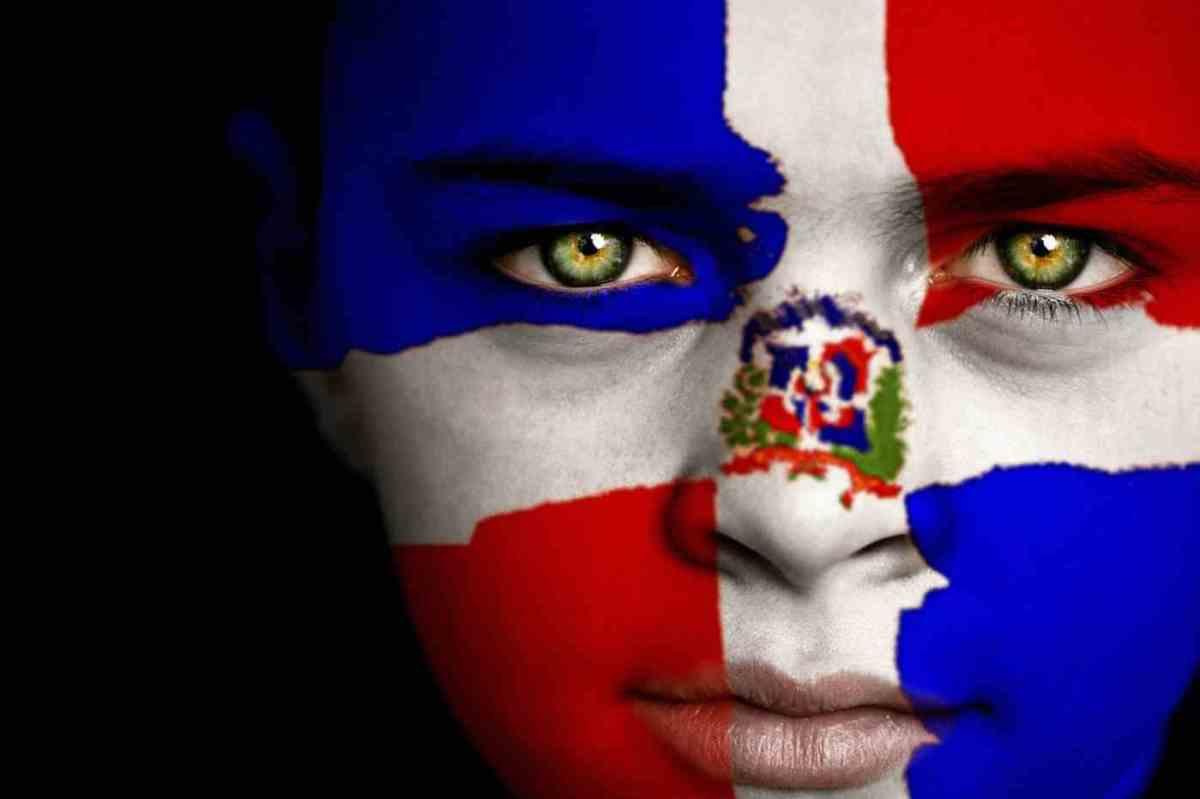 Poema a la Patria: Dominicana hasta la tambora, en la cara se me nota